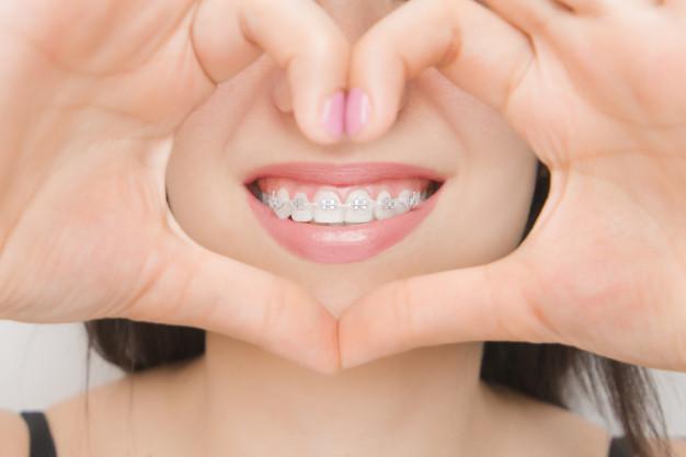 ارتودنسی درمانگاه دندانپزشکی صدف فردیس