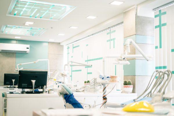 نمای داخل کلینیک دندانپزشکی صدف فردیس